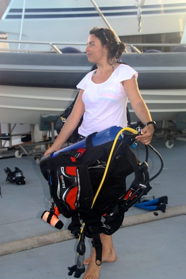 Dr. Sonia Bejarano loads her gear in preparation for deploying her reef fish experiment