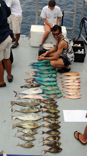 The day's catch includes two species of parrotfish (Chlorurus micorhinos, Hipposcarus longiceps) , unicornfish/surgeonfish (Naso lituratus and N. unicornis), two groupers (Epinephelus merva and E. tauvina), Parapeneus barberinus and a jack (Carangoides orthogrammus), all species known to be ciguatoxic here.