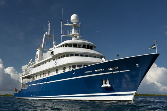 M/Y Golden Shadow says farewell to Papeete